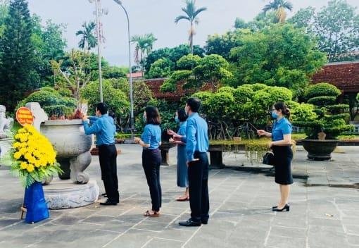 Các cấp công đoàn quận Hồng Bàng tổ chức dâng hương, thăm, tặng quà tri ân các thương binh, liệt sỹ