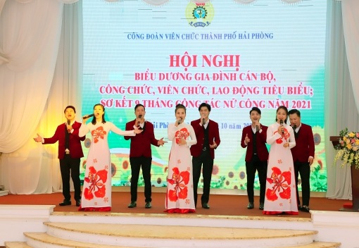 Công đoàn Viên chức thành phố tổ chức hội nghị biểu dương Gia đình cán bộ công chức viên chức lao động tiêu biểu