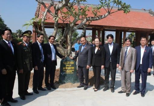 Thủ tướng Chính phủ Nguyễn Xuân Phúc thăm, dâng hương tại Nhà tưởng niệm đồng chí Nguyễn Đức Cảnh