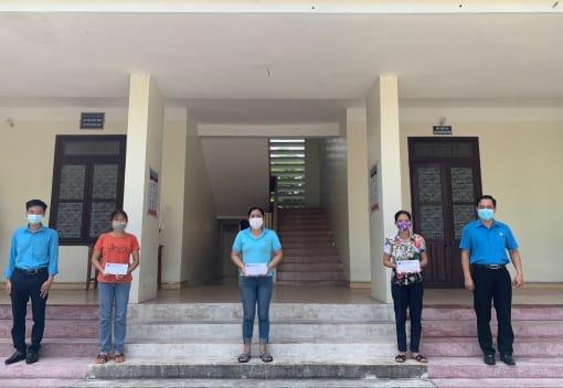 Liên đoàn Lao động huyện Vĩnh Bảo trao trợ cấp khó khăn đột xuất cho đoàn viên công đoàn trên địa bàn huyện