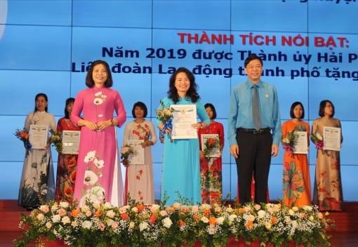 Liên đoàn Lao động thành phố tổ chức hội nghị biểu dương nữ CNVCLĐ tiêu biểu
