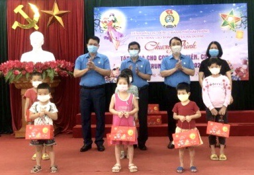 Liên đoàn Lao động huyện An Dương tổ chức chương trình  tặng quà con đoàn viên, CNVCLĐ nhân dịp Tết Trung thu năm 2021