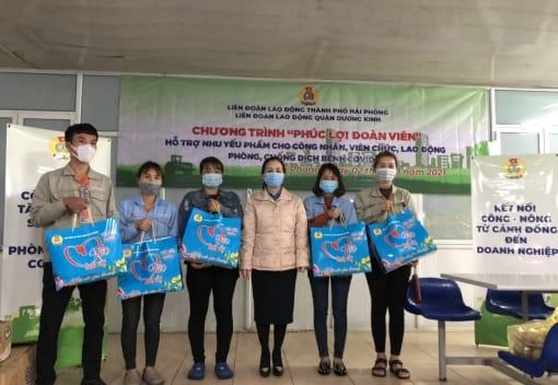 """Liên đoàn Lao động quận Dương Kinh tặng """"Sản phẩm 0 đồng"""" đến công nhân lao động Công ty TNHH Aromabay Candles"""