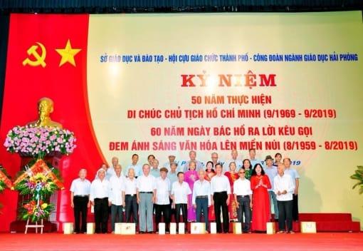 Công đoàn ngành Giáo dục kỷ niệm 50 năm thực hiện Di chúc Chủ tịch Hồ Chí Minh 60 năm ngày Bác Hồ kêu gọi đem ánh sáng văn hóa lên miền núi