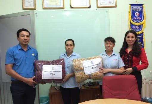 Công đoàn ngành Công Thương Hải Phòng  tặng quà cho nữ đoàn viên có hoàn cảnh khó khăn  nhân dịp kỷ niệm 89 năm ngày thành lập Hội LHPN Việt Nam 20/10