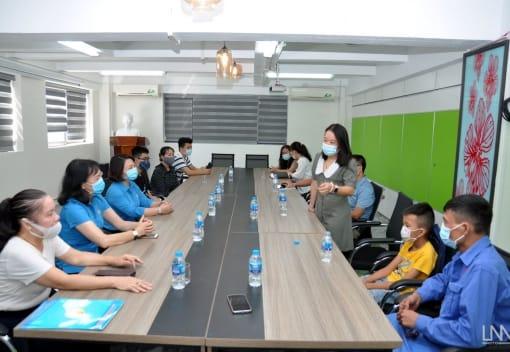 Liên đoàn lao động thành phố Hải Phòng thăm và tặng quà gia đình, các cháu học sinh nghèo vượt khó thuộc Tập đoàn VLC