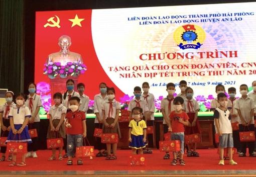 Liên đoàn Lao động huyện An Lão tổ chức chương trình tặng quà cho con đoàn viên, CNVCLĐ nhân dịp Tết Trung thu năm 2021