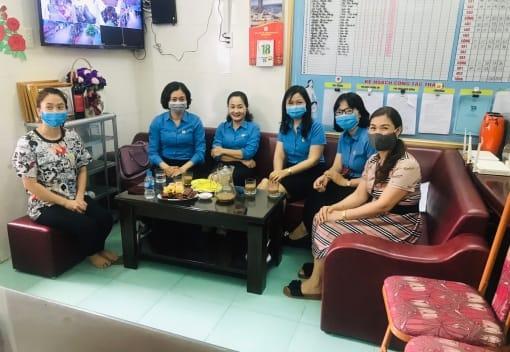 Quỹ Trợ vốn CNVCLĐ nghèo Liên đoàn Lao động thành phố tổ chức giải ngân vốn vay cho đoàn viên, CNVCLĐ thuộc Liên đoàn Lao động quận Hồng Bàng.