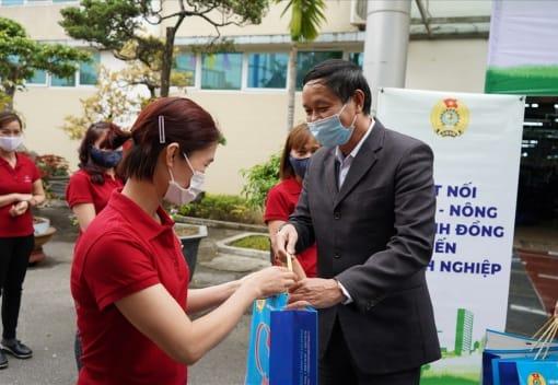 LĐLĐ quận Hồng Bàng tặng 1.000 suất nông sản miễn phí cho CNLĐ tại 04 Công đoàn cơ sở trực thuộc