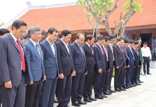 Đồng chí Thủ tướng Chính phủ Nguyễn Xuân Phúc tiếp xúc cử tri tại thành phố Hải Phòng và dâng hương tri ân đồng chí Nguyễn Đức Cảnh