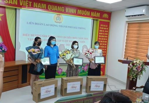 LĐLĐ quận Lê Chân biểu dương gia đình CNVCLĐ tiêu biểu năm 2020, tặng quà con CNVCLĐ vượt khó học giỏi năm học 2020- 2021