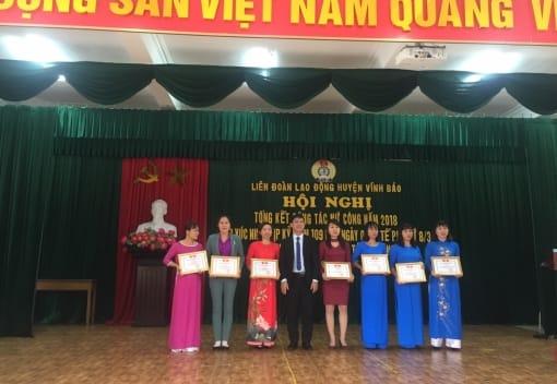 Liên đoàn Lao động huyện Vĩnh Bảo tổ chức tiếp xúc Ngày Phụ nữ Việt Nam 08/3/2019