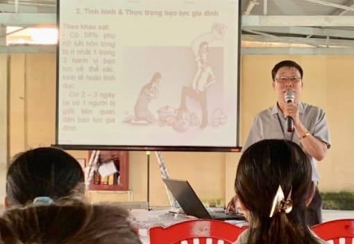 Liên đoàn Lao động huyện An Lão tuyên truyền pháp luật và chăm sóc sức khỏe cho công nhân lao động