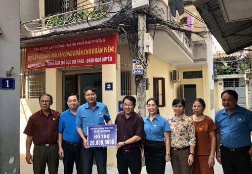 Liên đoàn Lao động quận Ngô Quyền trao kinh phí hỗ trợ sửa chữa Nhà Mái ấm Công đoàn