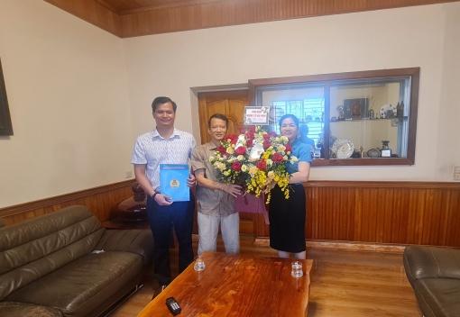 Công đoàn ngành Y tế thăm, tặng hoa chúc mừng các doanh nghiệp nhân ngày Doanh nhân Việt Nam