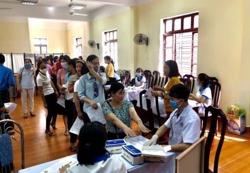 LĐLĐ thành phố: Tổ chức chương trình khám, tư vấn chăm sóc sức khỏe cho nữ CNVCLĐ tại LĐLĐ huyện Kiến Thụy