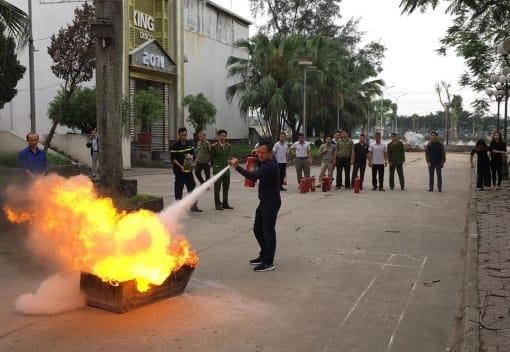 Cung Văn hóa LĐHN Việt Tiệp tổ chức tập huấn phương án phòng cháy chữa cháy