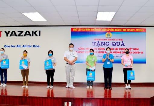 Công đoàn Khu Kinh tế Hải Phòng trao kinh phí, quà hỗ trợ công nhân lao động nhân dịp kỷ niệm 92 năm ngày thành lập Công đoàn Việt Nam