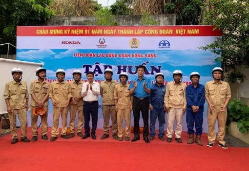 Liên đoàn Lao động quận Hồng Bàng tổ chức Hội nghị tập huấn kiến thức an toàn giao thông và kỹ năng lái xe an toàn cho CNLĐ