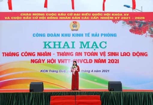Đồng chí Đinh Thị Thúy Hà - Chủ tịch Công đoàn Khu Kinh tế phát biểu khai mạc Chương trình
