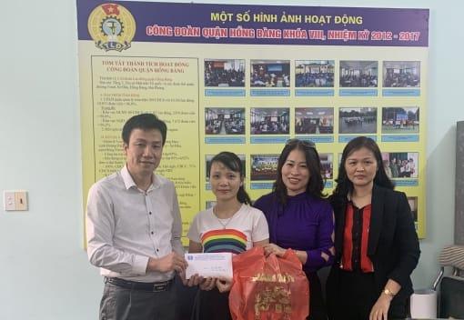 Liên đoàn Lao động quận Hồng Bàng tổ chức trao kinh phí hỗ trợ sửa nhà Mái ấm công đoàn