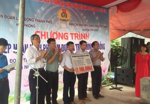 Liên đoàn Lao động huyện Vĩnh Bảo tổ chức tiếp nhận kinh phí xây dựng nông thôn mới tại xã Tam Cường