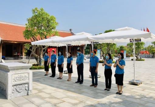 LĐLĐ thành phố: Dâng hương tại Nhà tưởng niệm đồng chí Nguyễn Đức Cảnh