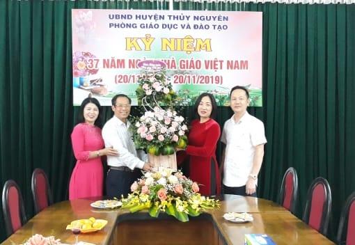 Liên đoàn Lao động huyện Thủy Nguyên  thăm và chúc mừng Ngày Nhà giáo Việt Nam