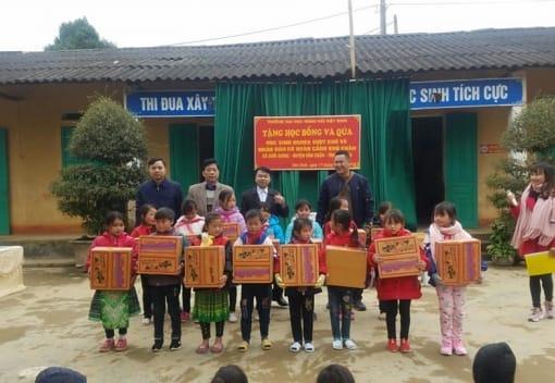 Những phần quà quý giá của Trường ĐHHHVN đến với học sinh nghèo vùng cao tỉnh Yên Bái