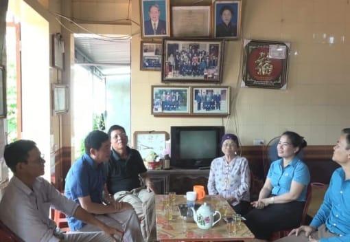 LĐLĐ huyện thăm và thắp hương đồng chí Đặng Đình Xanh - Thư ký Công đoàn đầu tiên của tổ chức Công đoàn huyện