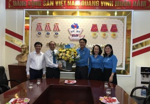 Liên đoàn Lao động thành phố thăm, chúc mừng các đơn vị giáo dục nhân kỷ niệm 37 năm Ngày Nhà giáo Việt Nam