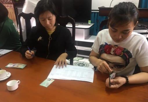 Cán bộ, đoàn viên, người lao động Trường Mầm non Anh Dũng nhận vốn vay từ Quỹ Trợ vốn CNLĐ nghèo