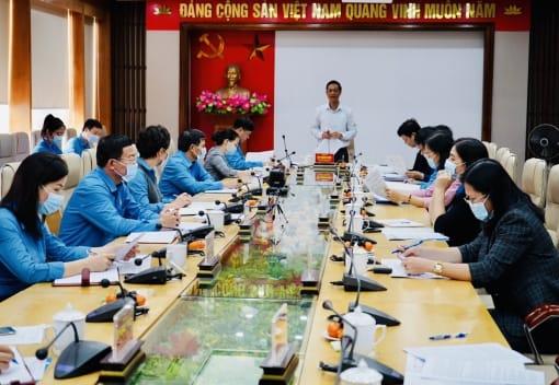 Phó Bí thư Thường trực Thành ủy Đỗ Mạnh Hiến làm việc với Ban Thường vụ Liên đoàn Lao động thành phố
