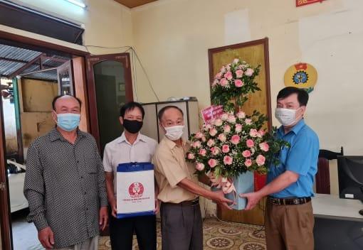 LĐLĐ quận Ngô Quyền thăm, tặng quà CNVCLĐ là thương binh, bệnh binh