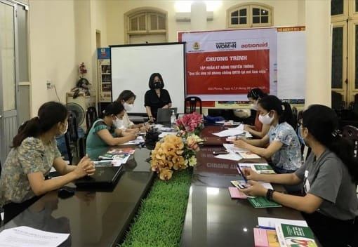 Trung tâm Vì người lao động nghèo LĐLĐ thành phố tập huấn kỹ năng truyền thông chống quấy rối tình dục tại nơi làm việc