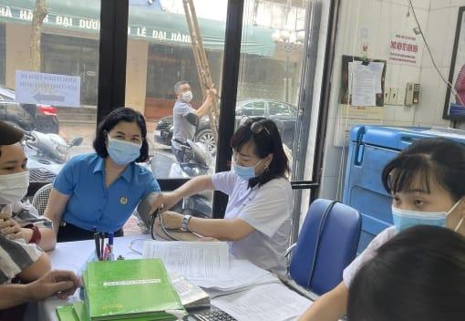 Đoàn viên công đoàn ngành Y tế tiêm vacxin Covid 19